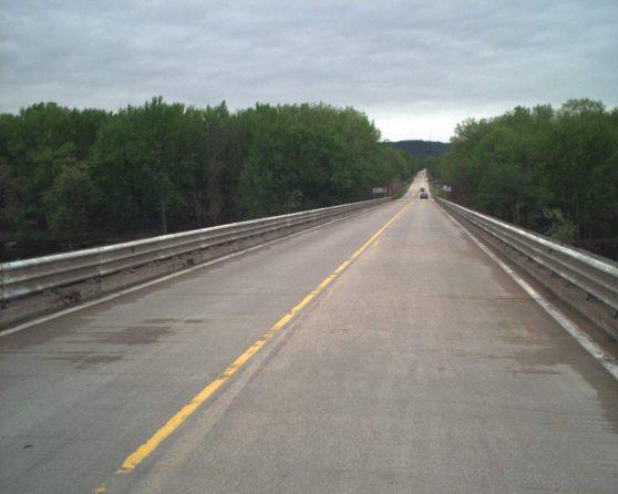 Image of existing WIS 82 bridge
